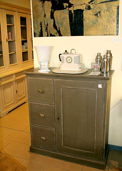 les meubles nostalgia meubles anciens. Black Bedroom Furniture Sets. Home Design Ideas